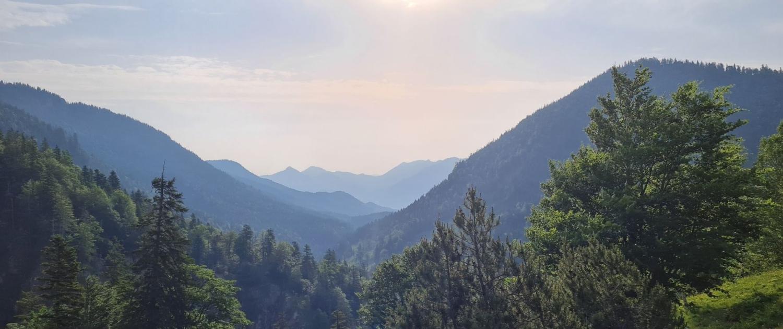 Wanderung auf die Benediktenwand - Blick ins Schwarzenbachtal