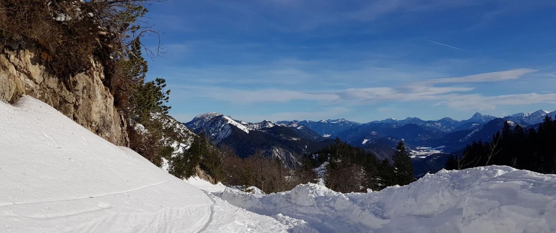 Abstieg vom Herzogstand im Schnee
